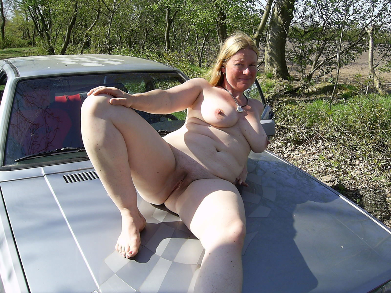 Amateur pussy flashing in car for