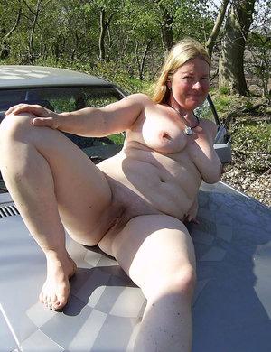 mom sex bold image