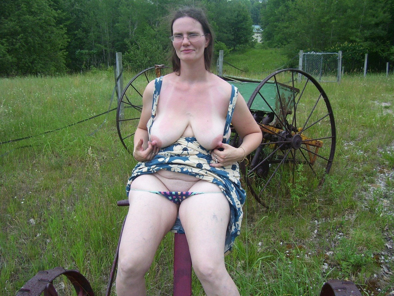 Country Mature Porn - Country mature falshers showing tits and pussies