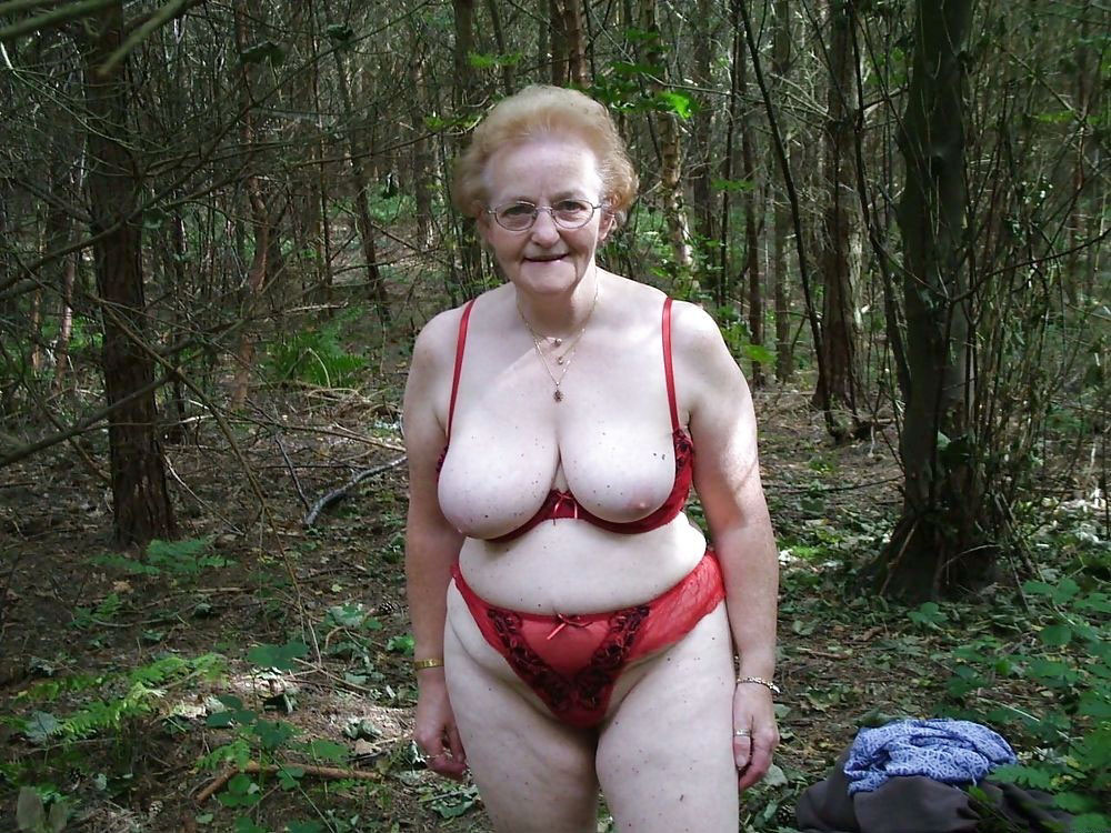 Exhibitionist slut granny loves to be watched masturbating 8