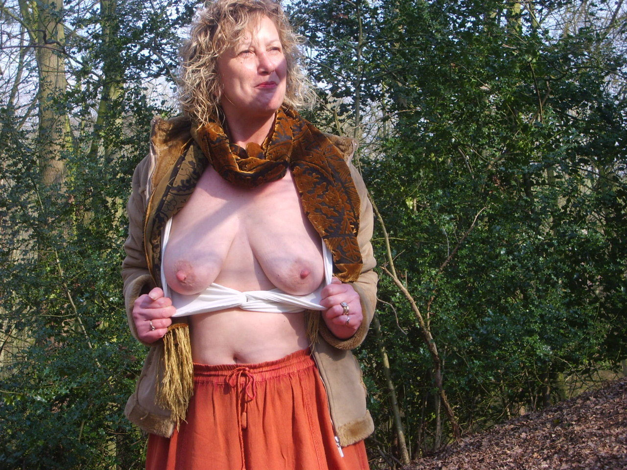 Huge archive of mature amateurs flashing nude in a public places!