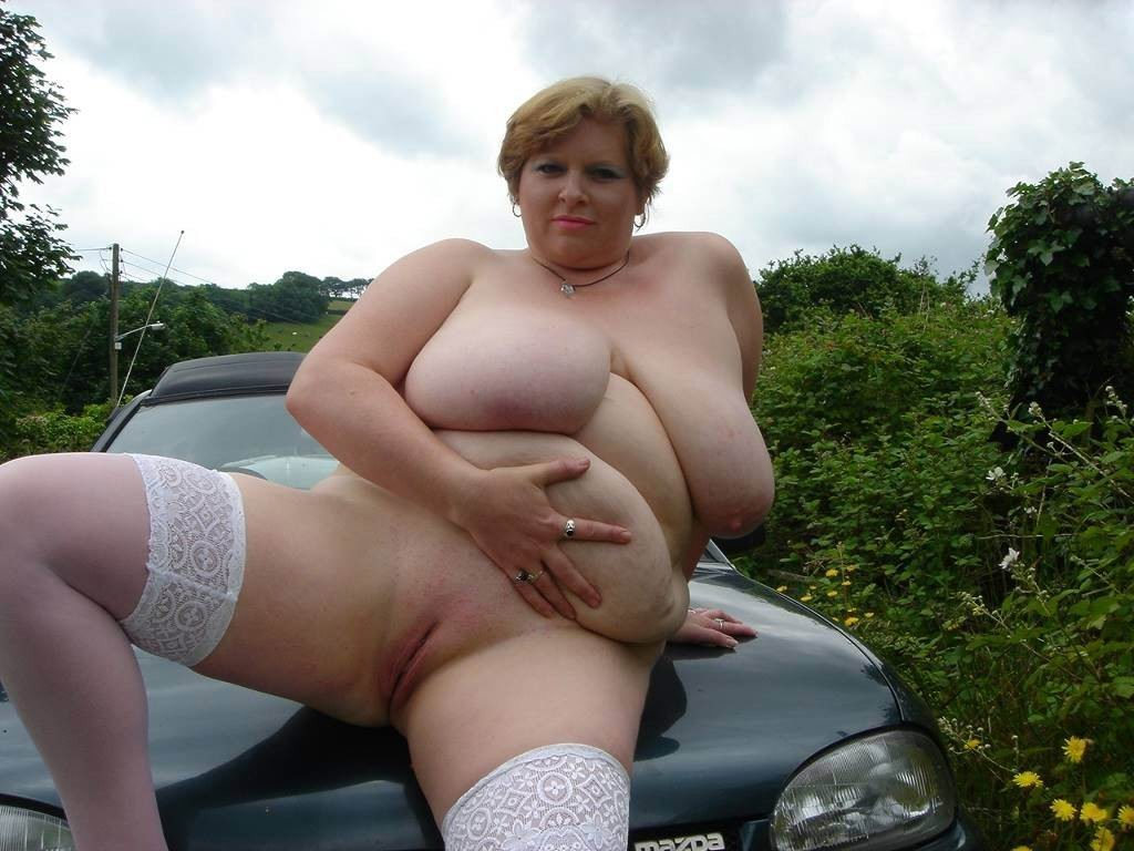mature carwives flashing naked outdoors