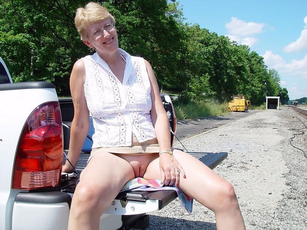 flashing mature sex workers